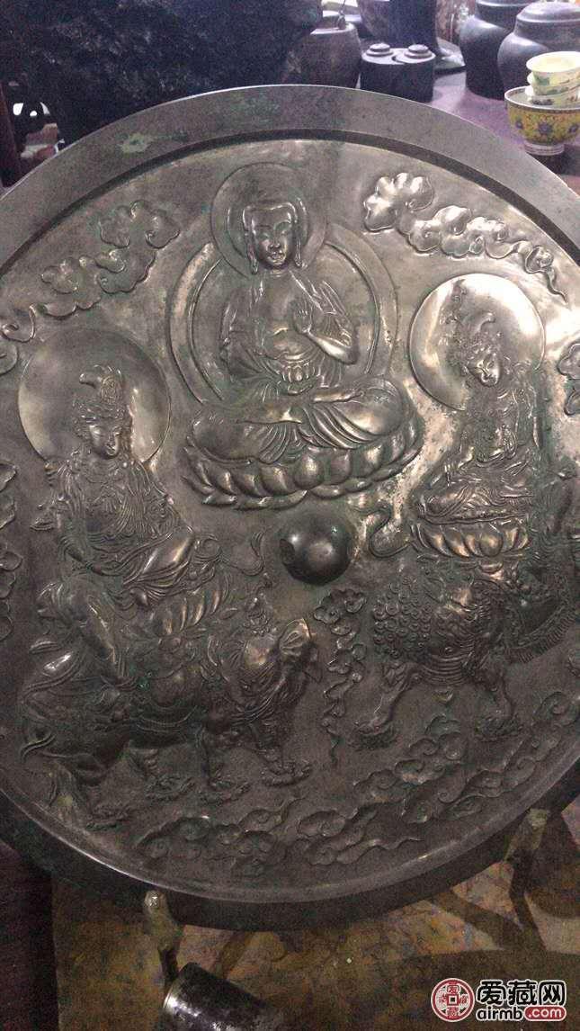 家里的老铜镜,很大有十几斤重,