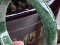 油绿闹钟翡翠手镯的价格