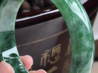 豆种绿色翡翠手镯价格