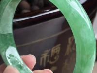 天然翡翠玻璃种翡翠镯子图片及价格