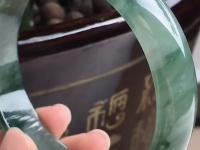a货翡翠冰糯种手镯价格