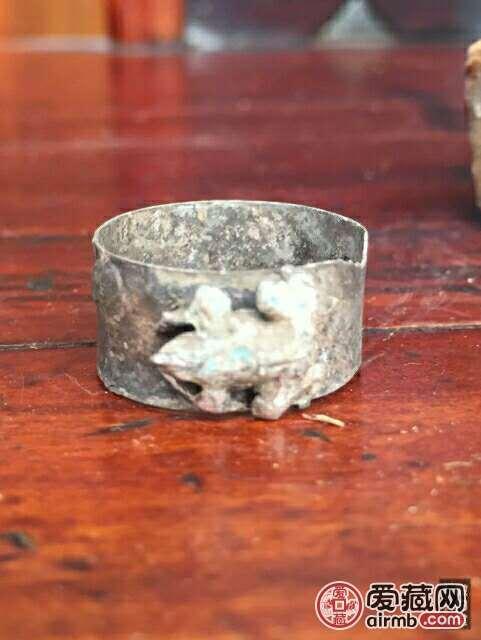 清代银戒指一枚,带款,聚